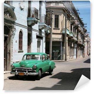 Carta da Parati in Vinile L'auto è parcheggiata nel centro di L'Avana Vecchia