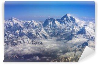 Carta da Parati Lavabile Montagne himalaya everest e lhotse, con bandiere e nuvole di neve, vista dall'aereo