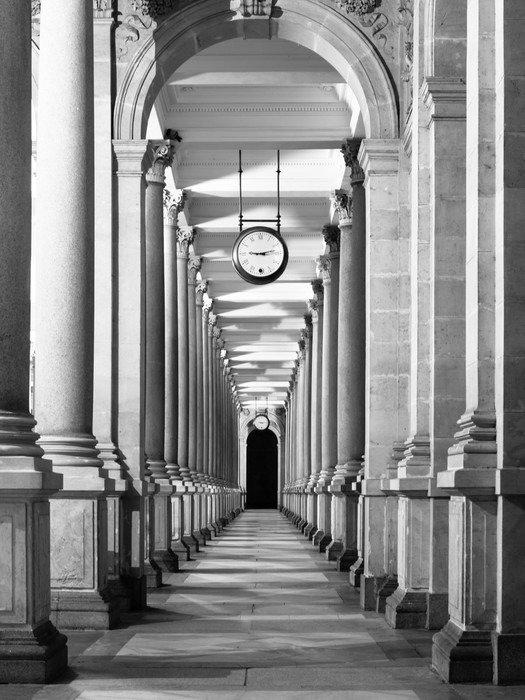 Carta da parati in vinile lungo corridoio colonnafe con for Carta da parati per soffitto
