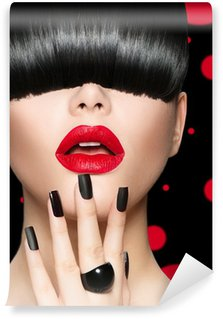 Carta da Parati in Vinile Modello Ritratto della ragazza con Trendy Acconciatura, Trucco e manicure
