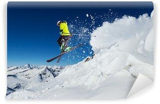 Carta da Parati in Vinile Sciatore alpino saltando dalla collina