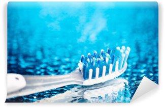Carta da Parati in Vinile Spazzolino da denti su sfondo blu, con gocce d'acqua