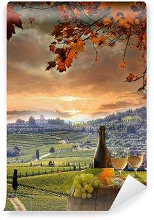 Carta da Parati in Vinile Vino bianco con barell in vigna, Chianti, Toscana, Italia