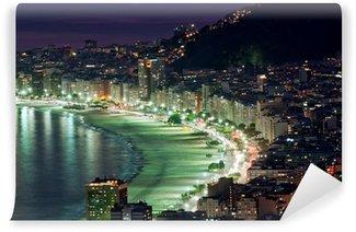 Carta da Parati in Vinile Vista notturna della spiaggia di Copacabana. Rio de Janeiro