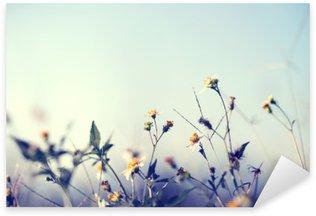 Çıkartması Yabani çiçekler ve bitkiler ile doğa arka plan Vintage fotoğraf