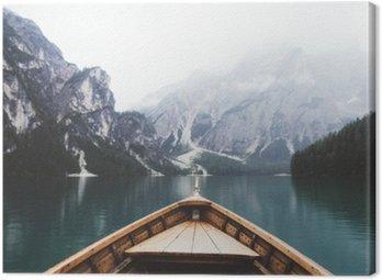Cuadro en Lienzo Barco de madera en el lago Braies
