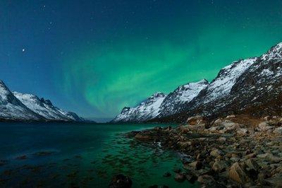 Pixerstick till Allt Aurora Boarealis återspeglas i havet