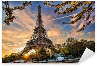 Pixerstick till Allt Eiffeltornet mot soluppgången i Paris, Frankrike