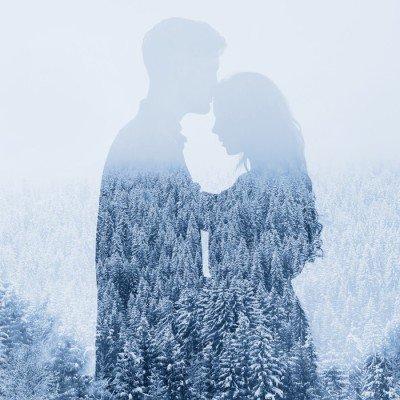 Pixerstick till Allt Kärlek på vintern, siluett av par på skog bakgrund, dubbelexponering
