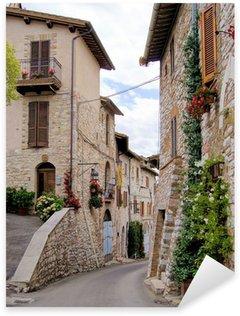Pixerstick till Allt Medeltida gata i den italienska kullen staden Assisi