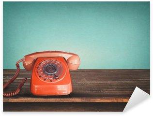 Pixerstick Dekor Retro röd telefon på bordet med vintage grön pastellfärgad bakgrund