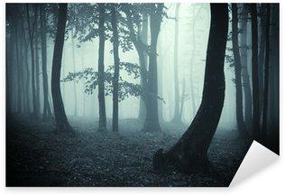Pixerstick till Allt Träd silhuetter i en mörk skog
