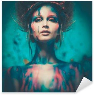 Pixerstick till Allt Ung kvinna musa med kreativa kroppen konst och frisyr