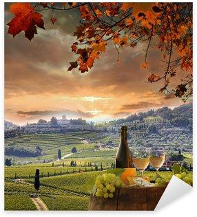 Pixerstick till Allt Vitt vin med barell i vingården, Chianti, Toscana, Italien