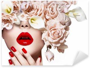 Pixerstick till Allt Vogue stil modell flicka ansikte med rosor. Röda sexiga kanter och naglar.