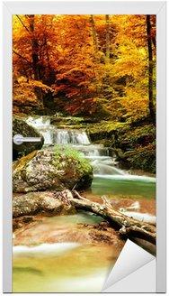 Deursticker Herfst creek bos met gele bomen