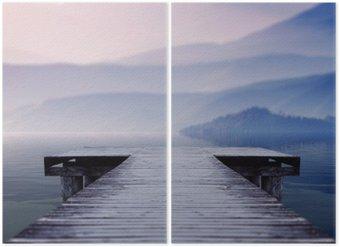 Diptychon Holzsteg am See Website einen schönen Berg an einem nebligen Wintermorgen mit Blick auf