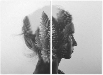 Dittico Creativo doppia esposizione con il ritratto di giovane ragazza e fiori, in bianco e nero