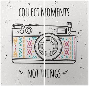 """Dittico Illustrazione di vettore con la macchina fotografica retrò e frase tipografia """"Raccogliere momenti non le cose""""."""