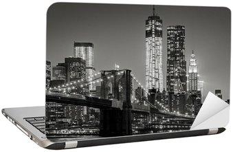 Dizüstü Bilgisayar Çıkartması Gece New York. Brooklyn Köprüsü, Aşağı Manhattan - Siyah bir