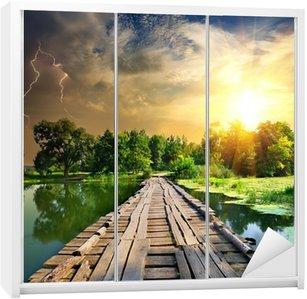 Dolap Çıkartması Ahşap köprü üzerinde Yıldırım