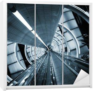 Dolap Çıkartması Fütüristik mimarisi. hareketli kaldırım ile tünel