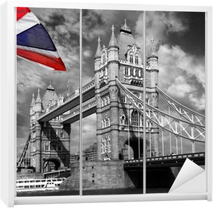 Dolap Çıkartması İngiltere'nin renkli bayrağı ile London Tower Bridge