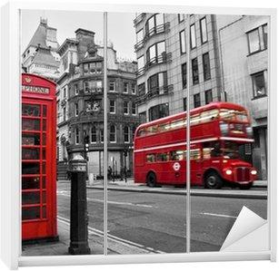 Dolap Çıkartması Kabin téléphonique et à Londres otobüs rouges (UK)