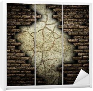 Dolap Çıkartması Kırık Tuğla Duvar
