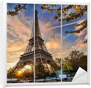 Dolap Çıkartması Paris, Fransa doğumundan karşı Eyfel Kulesi