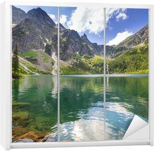 Dolap Çıkartması Polonya'da güzel Tatra Dağları sahne ve göl
