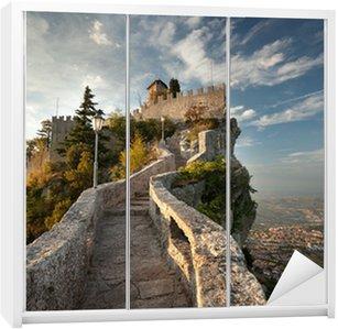 Dolap Çıkartması Rocca della Guaita, San Marino kale