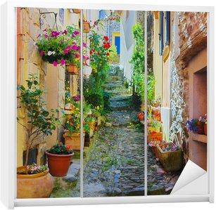 Dolap Çıkartması Ruelle étroite et colorée de Provence un köy dans