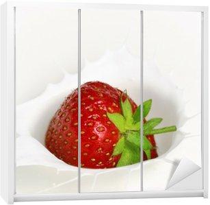 Dolap Çıkartması Sahne'de bölgesindeki Erdbeere fällt