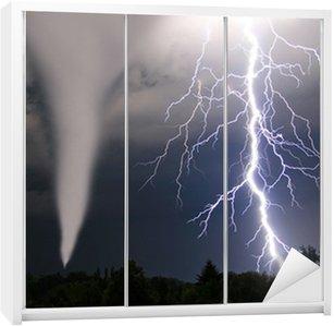 Dolap Çıkartması Tornado und Blitze