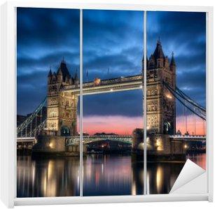 Dolap Çıkartması Tower Bridge Londra İngiltere