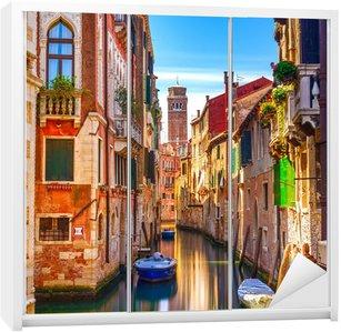 Dolap Çıkartması Venedik Cityscape, su kanalı, campanile kilise ve geleneksel