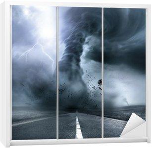 Dolap Çıkartması Yıkıcı Güçlü Tornado