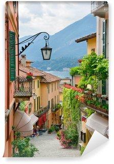 Vinil Duvar Resmi Como Gölü İtalya pitoresk küçük bir kasaba sokak görünümü