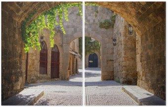 Średniowieczne łukowe ulica na starym mieście w Rodos, Grecja