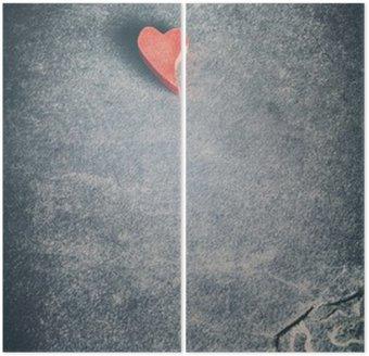 Dyptyk Vintage stonowanych drewniane czerwone serce na grunge tle kamiennego, płytkiej głębi ostrości, miejsca na tekst.