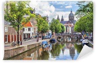 Vinyl Fotobehang Canal en St. Nicolaaskerk in Amsterdam