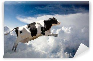 Vinyl Fotobehang Een super koe vliegen over wolken