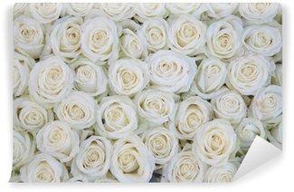 Vinyl Fotobehang Groep van witte rozen na een regendouche
