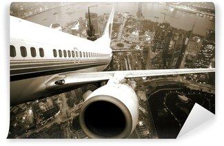 Vinyl Fotobehang Het vliegtuig opstijgen vanaf de stad nacht.
