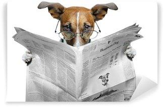 Vinyl Fotobehang Hond lezen van een krant