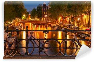Vinyl Fotobehang Nachtverlichting van de Amsterdamse gracht en brug