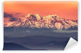 Vinyl Fotobehang Ochtendpanorama van het besneeuwde Tatra-gebergte