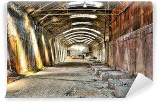 Vinyl Fotobehang Oud en verlaten industrieel gebouw