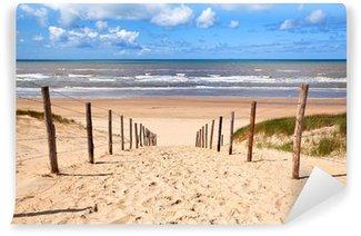Vinyl Fotobehang Pad naar zandstrand door Noordzee